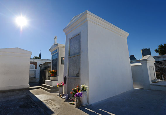 Voodoo Queen of New Orleans - Marie Laveau Tomb - New ...